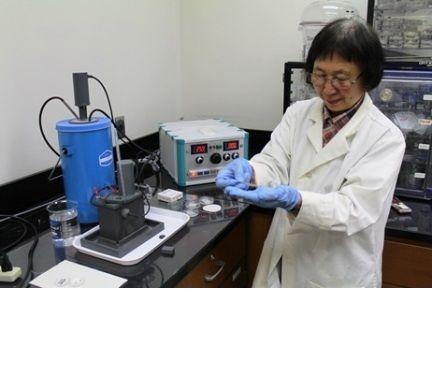 NSERC CANRIMT Postdoctoral Fellow preparing TEM samples using a Twin-Jet Polishing Unit