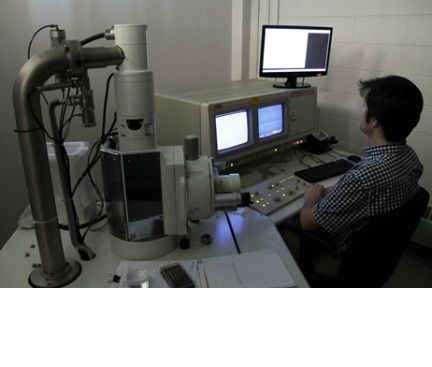 NSERC CANRIMT PhD student using a JEOL 6300 Scanning Electron Microscope